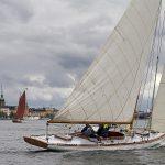 Perinneveneiden regatta Tukholman keskustassa