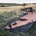 Hiekkaan hautautunut rautavene, Harilaid Saarenmaa